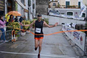 il vincitore Antonello Landi taglia il traguardo